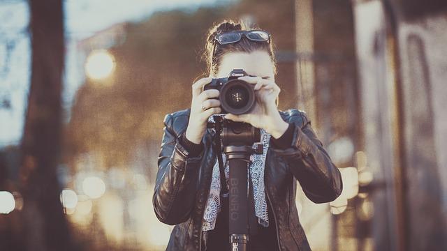 holka s foťákem