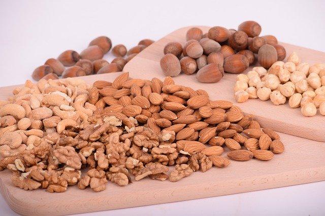 směs ořechů s mandlemi